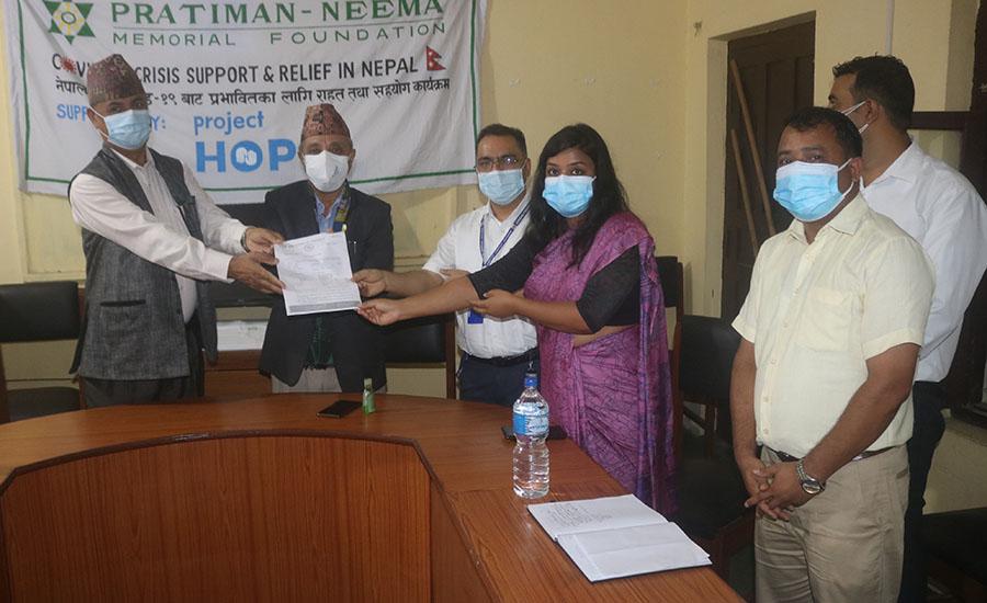 लुम्बिनीका १३ अस्पताललाई प्रतिमा-निमा स्मृति प्रतिष्ठानको सहयोग